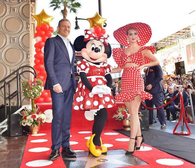 Bob Iger und Katy Perry mit Minnie Mouse